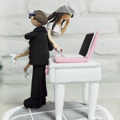 casamento_bolos_tipos_de_bolo_decoração_bonecos_noivos_computador.png (522×525)
