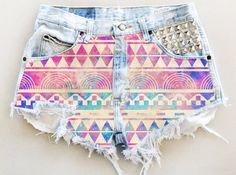 ANY COLOR Aztec Galaxy Print Ripped Frayed Denim High-Waisted Shorts from UniversalShop on Etsy. Saved to Shorts and jumpsuits. Teen Fashion, Love Fashion, Womens Fashion, Diy Fashion, Como Fazer Short, Motifs Aztèques, Aztec Shorts, Print Shorts, Denim Shorts