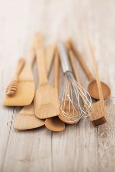 Wooden tools for a zero waste kitchen | Plastic-free spatula | Low-waste kitchen inspiration