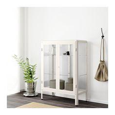 FABRIKÖR Vitrinekast IKEA In een vitrinekast kan je je glaswerk of je favoriete verzameling laten zien en veilig opbergen.