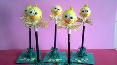 Lápis com ponteira nos temas Galinha Pintadinha e Pintinho Amarelinho Ideais para enfeites de mesa e lembrancinhas. Fazemos todos os personagens da turma!