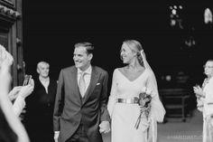 Boda elegante en la Catedral de Pamplona. Ramo de novia de cinco rosas blancas Con M de aMor Fotografia de boda en Pamplona