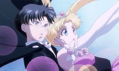 New Sailor Moon: The moment Tuxedo Mask and Usagi share first kiss Sailor Moon Gif, Sailor Moons, Sailor Moon Crystal, Sailor Jupiter, Neo Queen Serenity, Princess Serenity, Tuxedo Mask, Sailor Scouts, Moon Pictures
