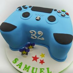 Patricia is a professional cake designer in Brussels. She created Patricia Creative Cakes to make people happy with her cake creations. Kids Birthday Cupcakes, 12th Birthday, Boy Birthday, Ps4 Cake, Playstation Cake, Best Cake Ever, Cake Games, Cakes For Boys, Sweet Cakes