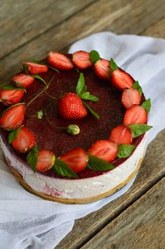 Cheesecake cu capsuni, fara coacere - CAIETUL CU RETETE Cheesecake, Food And Drink, Strawberry, Cookies, Sweet, Recipes, Foods, Delicious Recipes, Crack Crackers