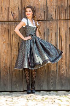 Green vintage dirndl with scattered flowers and bobbin lace - Dirndl & Tracht / - Oktoberfest Drindl Dress, The Dress, Retro Girls, German Fashion, Sweet Dress, Girl Costumes, Mode Inspiration, Traditional Dresses, Vintage Dresses