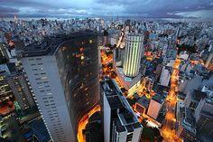 Centro de São Paulo à noite (Foto: Shutterstock)