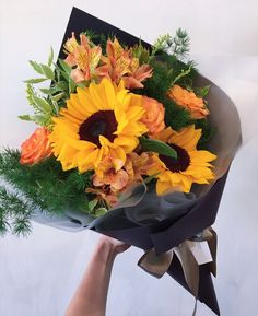 SUNNIES @marcheauxfleur  #florist #singapore #igsg #sgig #floralarrangement #floraljam #thomsonroad #marcheauxfleur #fleursg #bouqslove #singaporeflorists #sgbouquets #weddingsg #sunflowers #flowershopsg  #bridalbouquet #sunflowerbouquets  screengrab and whatsapp ur fav ideas today for a personalized discussion!  Whatsapp: +6598340200 www.marcheauxfleur.com www.marcheauxfleur.com/app marcheauxfleur@gmail.com