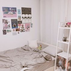 Image about inspiration in room inspo by 文秀英 on We Heart It Diy Wall Decor For Bedroom, Small Room Bedroom, Bedroom Wall, Home Decor, Cute Room Ideas, Aesthetic Room Decor, Cozy Room, Dream Rooms, My New Room