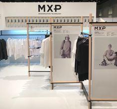 「宇宙下着」の技術を応用した消臭アンダーウエア「MXP」その実力とは? Display Design, Store Design, Mobile Fashion Truck, Museum Displays, Denim Shop, Retail Shop, Retail Design, Visual Merchandising, Architecture Design