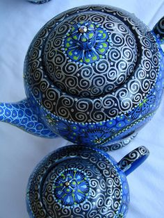 Very pretty blue teapot with intricate design. Perhaps Moroccan mint tea? Cuppa Tea, Teapots And Cups, Clay Teapots, My Cup Of Tea, Polish Pottery, Turquoise, Chocolate Pots, High Tea, Shades Of Blue