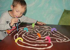 zabawy z 2-3 latkiem, kreatywne zabawy, rozwój dziecka, twórczość, ciekawe pomysły, eksperymenty, inspiracje, dziecko w domu, zabawy z 3-4 latkiem.