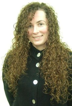 Tight curly perm in long hair - front Long Hair Cuts, Wavy Hair, New Hair, Small Curls, Long Curls, Permed Hairstyles, Modern Hairstyles, Front Hair Styles, Curly Hair Styles