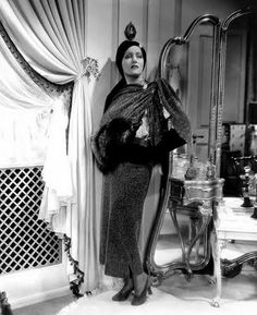 "Gloria Swanson displays some old Hollywood glamour in the film ""Music In The Air"" Vintage Hollywood, Old Hollywood Glamour, Golden Age Of Hollywood, Vintage Glamour, Classic Hollywood, Hollywood Style, Vintage Girls, Vintage Art, Classic Actresses"