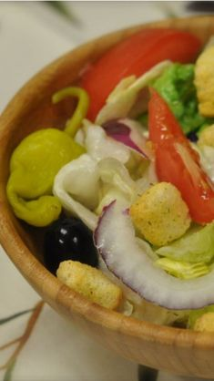 Learn what is in an Olive Garden Salad and how to make it at home with this easy copycat recipe and video. Enjoy the best Italian salad with your dinner. Olive Garden Salad, Olive Garden Recipes, Olives, Great Recipes, Favorite Recipes, Copykat Recipes, Cooking Recipes, Healthy Recipes, Restaurant Recipes