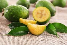 Tropikalna gujawa Guava Leaf Tea, Guava Leaves, Health Remedies, Home Remedies, Natural Remedies, Fenugreek Tea, Plain Yogurt, Anti Cellulite, Women Health