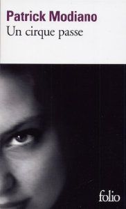 Un cirque passe (Folio) (French Edition) Patrick Modiano, Dit, Movies, Movie Posters, Place, Senior Boys, Literatura, Rush Hour, Crowd