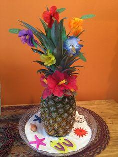 Hawaiian Bridal Shower Centerpiece Luau Party Decorations, Luau Theme Party, Girl Birthday Decorations, Hawaiian Luau Party, Moana Birthday Party, Hawaiian Birthday, Hawaiian Theme, Tiki Party, Luau Birthday