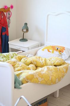bedding - good thing i have all that vintage bedding lying around! turn it into kids duvet covers - why not?