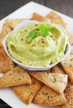 avocado hummus and whole wheat pita chips | the comfort of cooking