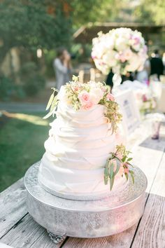 Gorgeous fondant + flower topped cake: http://www.stylemepretty.com/2016/06/24/miss-usa-nia-sanchezs-convertible-wedding-dress-is-everything/ | Photography: Natalie Schutt Photography - http://www.natalieschutt.com/
