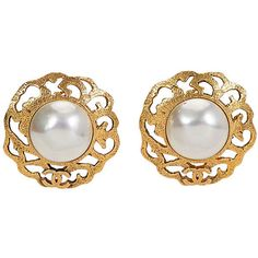399acb237 Pre-Owned 1980s Chanel Mabé Pearl Earrings (1.690 RON) ❤ liked on Polyvore  featuring jewelry, earrings, cream pearl earrings, fake jewelry, pearl  earrings, ...