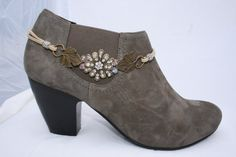Elegant Boot Jewelry, Bronze Crystal Encrusted Floral with Grape Leaves Leather Boot Bling Bracelet, Sparkles, Bronzed Beauty - DIY Gifts Simple Ideen Cut Up Shirts, Tie Dye Shirts, T Shirt Yarn, Flannel Shirts, Green Gifts, Boot Jewelry, Bling Jewelry, Diy Jewelry, Fashion Jewelry