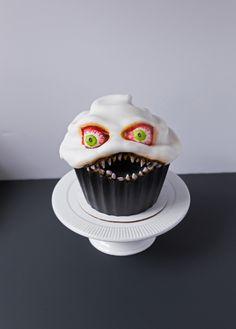 Scary Halloween Cake {Ferocious Cupcake} #halloweencakes #scaryhalloweencake #cakes