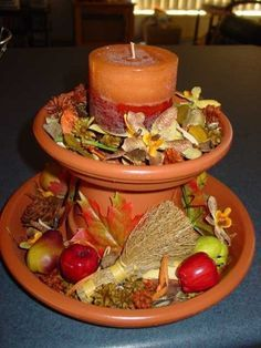 Fall centerpiece - terra cotta pots - so different! Autumn Crafts, Thanksgiving Crafts, Holiday Crafts, Craft Clay, Clay Pot Crafts, Clay Pot Projects, Fall Projects, Diy Projects, Flower Pot Crafts