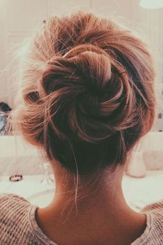 Hair Tutorials : A perfect messy bun - Beauty Haircut My Hairstyle, Messy Hairstyles, Pretty Hairstyles, Beautiful Haircuts, Black Tie Hairstyle, Wedding Hairstyles, Perfect Hairstyle, Hairstyles Videos, Hairstyles 2016