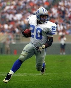 Barry Sanders - Detroit Lions - had to be one of the greatest player never to play in a Superbowl
