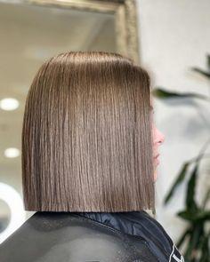 Blunt Bob Haircuts, Haircut Bob, Funky Hairstyles, Pretty Hairstyles, Medium Hair Styles, Short Hair Styles, Straight Long Bob, Dark Bob, Blunt Hair