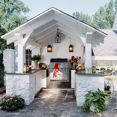 Very cool outdoor kitchen!