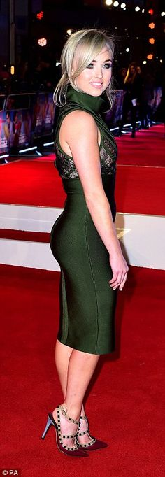 Looking glam: Jorgie showed off her curves in an elegant emerald green dress as she hit the red carpet Jorgie Porter, Tight Dresses, Formal Dresses, Emerald Green Dresses, Show Dance, Hollyoaks, English Actresses, Jpg