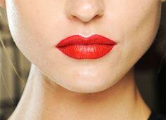 Batom vermelho: atualize o clássico com um traço