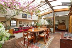 houseboat! The sky light is amazing! Interior Exterior, Barge Interior, Interior Ideas, Boat Interior, Houseboat Ideas, Houseboat Living, Houseboats, Floating Homes, Boat House