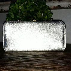 Vintage Gold Clutch Purse Vintage Gold purse. Great condition. Gold metal chain Bags Clutches & Wristlets