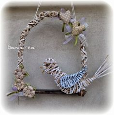 dani crea - Buscar con Google Handmade Crafts, Diy And Crafts, Arts And Crafts, Magazine Crafts, Newspaper Crafts, Paper Basket, Topiary, Basket Weaving, Grapevine Wreath