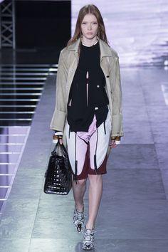 Louis Vuitton Spring 2016 Ready-to-Wear Fashion Show - Julia Hafstrom (IMG)