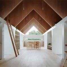 "Les architectes Atsushi Kawamoto et Mayumi Kawamoto du studio mA-style architects viennent de livrer ""Koya No Sumika"". Cette extension pour ..."