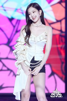 Indonesiwa: Sweety of Blackpink Kim Jennie, Stage Outfits, Kpop Outfits, Sexy Outfits, Blackpink Fashion, Mode Streetwear, Soyeon, Color Rosa, Blackpink Jisoo