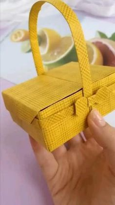 Cool Paper Crafts, Paper Crafts Origami, Diy Paper, Fun Crafts, Doll Crafts, Paper Basket Diy, Origami Paper Folding, Origami Gifts, Paper Flowers Craft