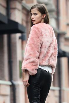 Pink fur coat_Sweaters_CLOTHING_Voguec Shop