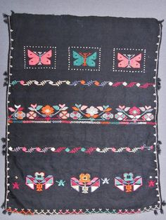 Traditional woollen 'önlük' (apron) from the Domaniç region (the northernmost district of the Kütahya province). Rural, ca. 1925-1950. Embroidered with multi-coloured cotton; motifs used: butterflies, flowers, bees. (Inv.n° önL049 - Kavak Costume Collection-Antwerpen/Belgium).