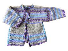 Grijs met lila en blauw gehaakte jas voor baby van ongeveer een jaar.