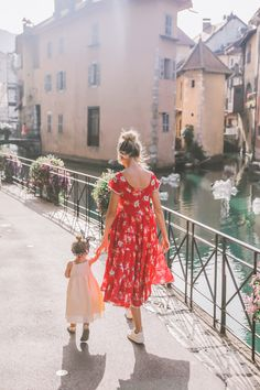 Annecy Farmer's Market - Barefoot Blonde by Amber Fillerup Clark Look Fashion, Fashion Outfits, Amber Fillerup, Barefoot Blonde, Foto Baby, Cute Family, Family Goals, Mom Daughter, Little Girl Fashion