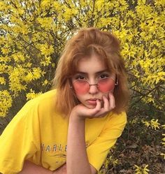 yellow, girl, and aesthetic image Pretty People, Beautiful People, Art Hoe Aesthetic, Aesthetic Yellow, Aesthetic Memes, Aesthetic People, Aesthetic Colors, Mellow Yellow, Color Yellow