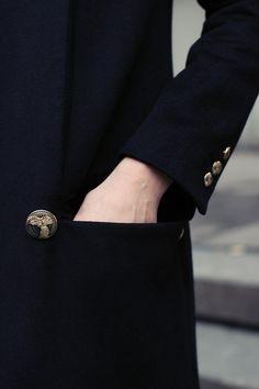 desperately seeking a new black coat. Fashion Details, Timeless Fashion, Classic Fashion, A Darker Shade Of Magic, Mode Lookbook, Balmain Blazer, Chanel, Black Edition, Linnet