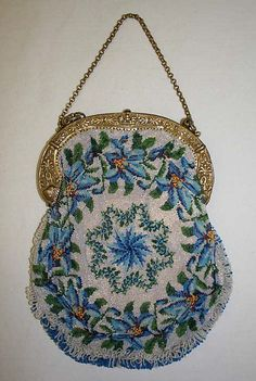 ~ French Evening Bag in Blue & Silver Bead Work with Silver Frame & Chain Handle . now in The Metropolitan Museum of Art, New York . Vintage Clutch, Vintage Purses, Vintage Bags, Vintage Handbags, Vintage Shoes, Beaded Purses, Beaded Bags, Vintage Accessoires, Art Bag