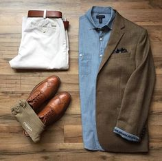Blazer Verde Camisa Jean Pantalon blanco Zapatos y cinturon café - Suit Fashion, Look Fashion, Daily Fashion, Mens Fashion, Fashion News, Komplette Outfits, Casual Outfits, Men Casual, Fashion Outfits